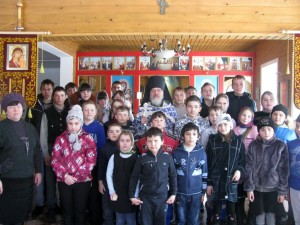 Ученики Спиринской школы на службе в храме 22 марта 2014 г.